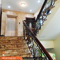Cầu thang sắt mỹ thuật hoa văn kính hoa đồng CT005